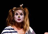 Tanztheater und Zirkus - die dumme Augustine
